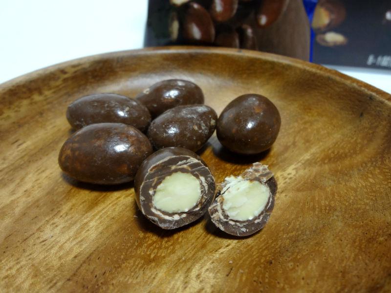 チョコレート カバード アーモンドの中身