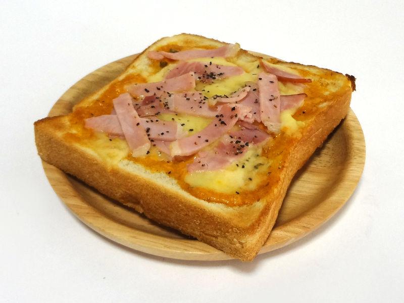 スペシャルソースでトーストした食パン