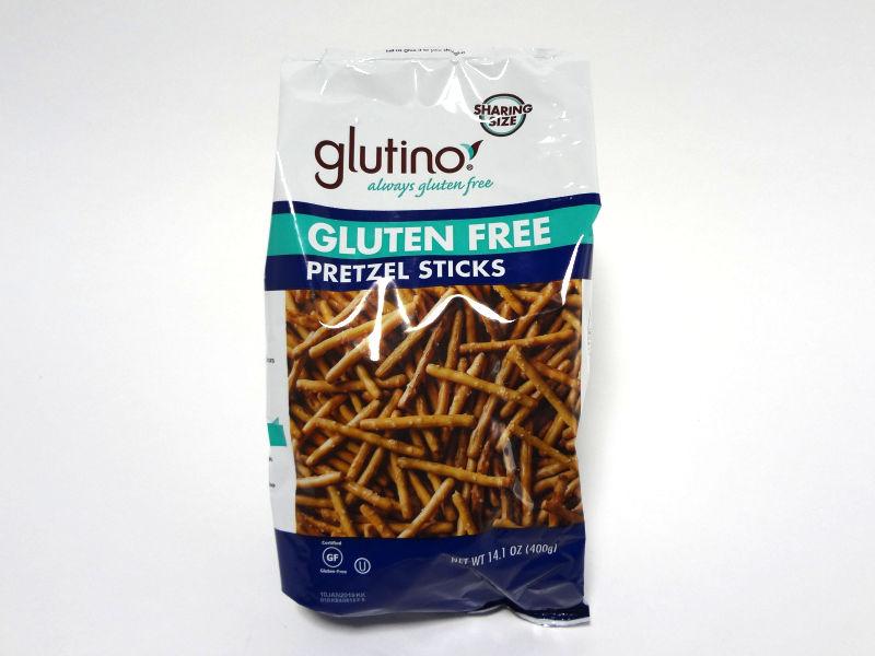 Glutino グルテンフリー プレッツェル スティックのパッケージ