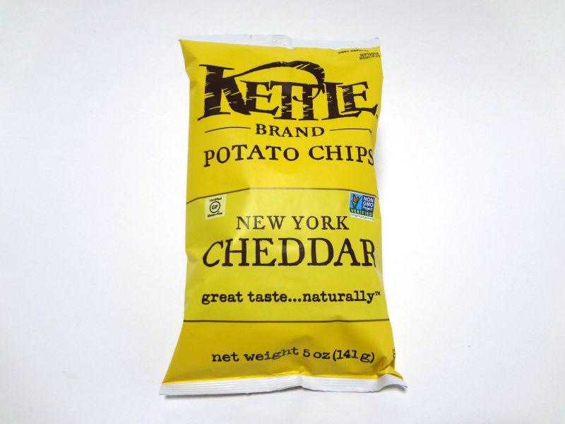 Kettle Foods ポテトチップス ニューヨークチェダーのパッケージ