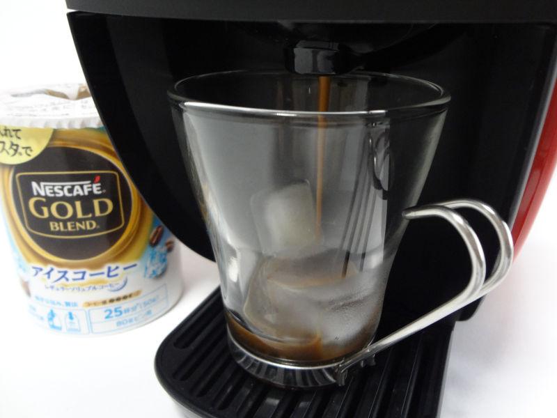 氷3個入れてアイスコーヒーを抽出中