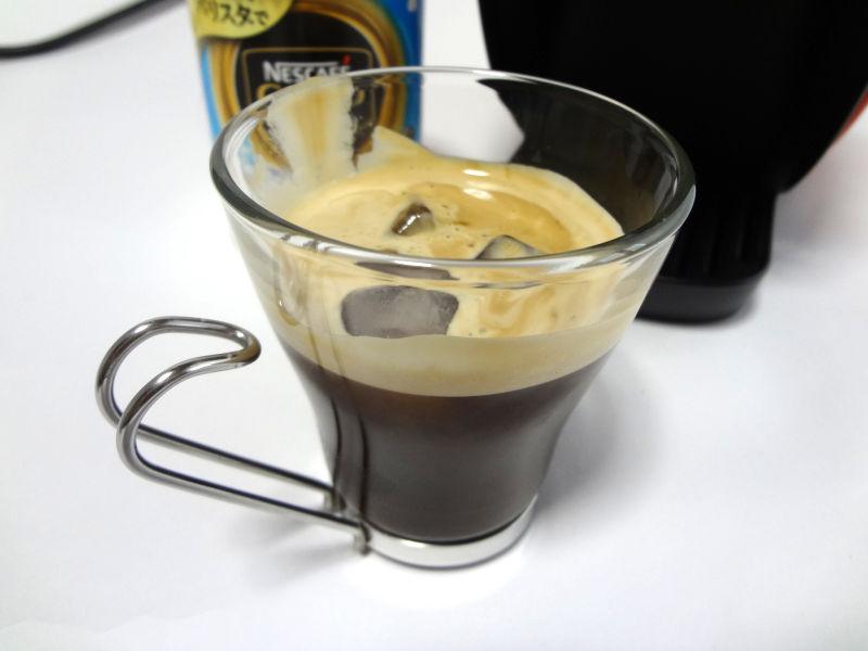 アイスコーヒーに氷を追加
