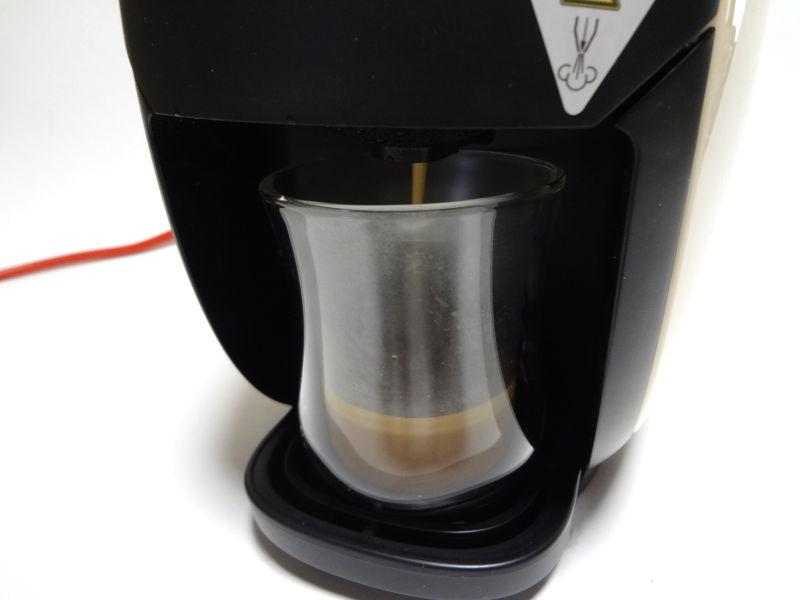 ブラックコーヒーを抽出中