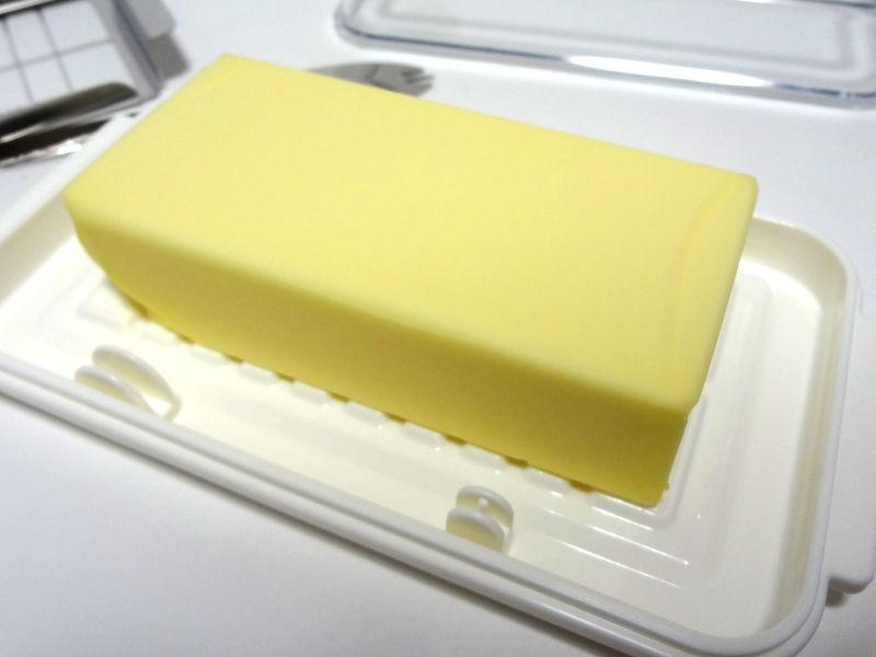 バターをケース本体に設置